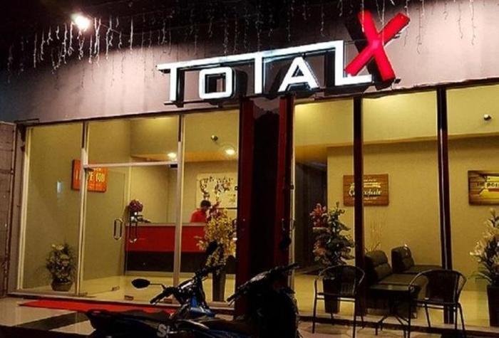 Total X Palu - Eksterior