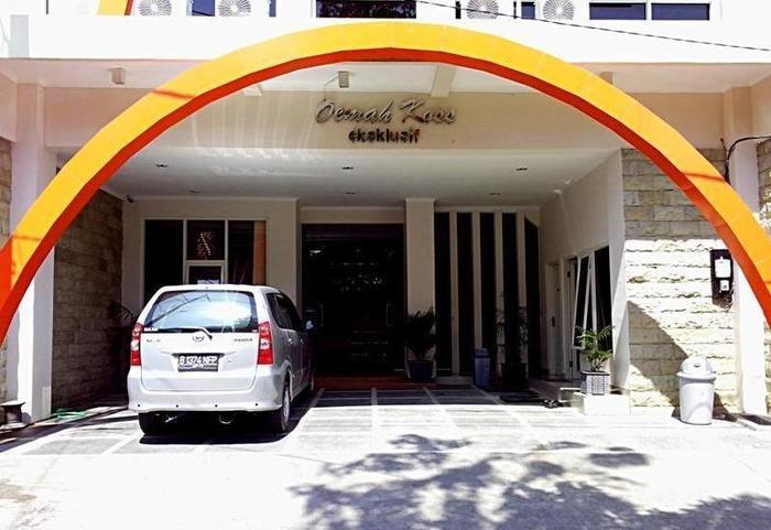 Oemah Koss Guest House Surabaya - Tampilan Luar Hotel