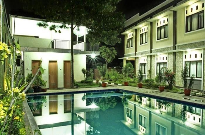 Gumilang Hotel Bogor - Kolam Renang