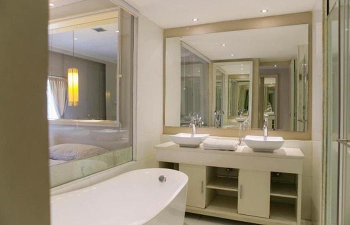 Rolling Stone Hotel Surabaya - Kamar mandi