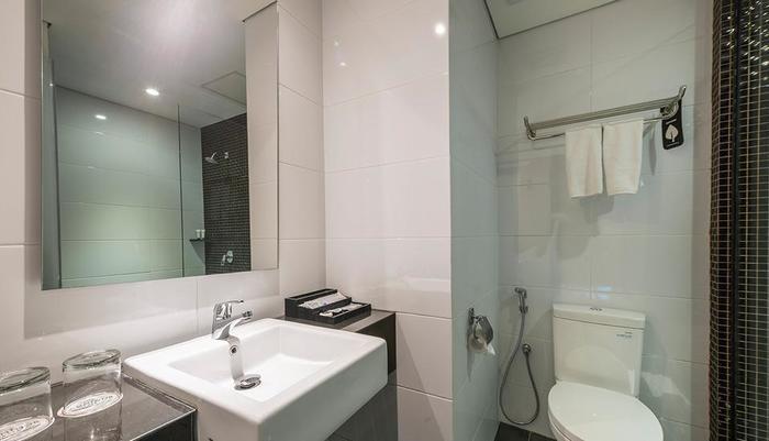 Luminor Hotel Surabaya - kamar mandi