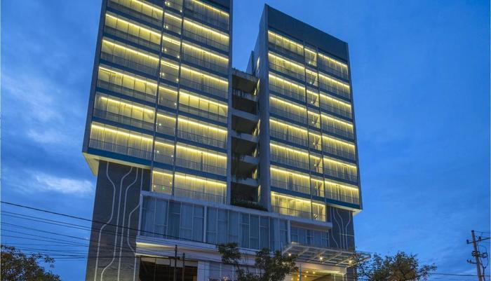 Luminor Hotel Surabaya - Exterior Building