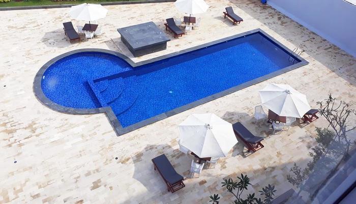 Front One Hotel Pamekasan Madura Madura - Kolam Renang