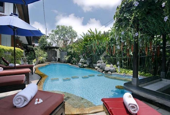 Yulia Village Inn Bali - Kolam Renang