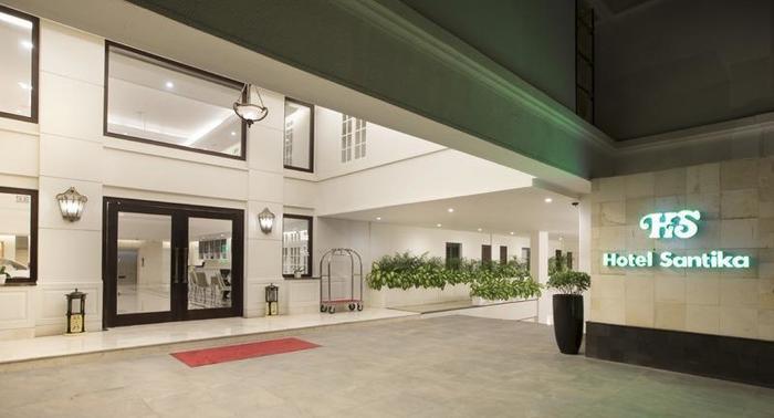 Hotel Santika Seminyak - entrance