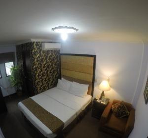 Safirna Transito Hotel Ternate - Deluxe Double Room