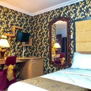 Safirna Transito Hotel Ternate - Suite Room