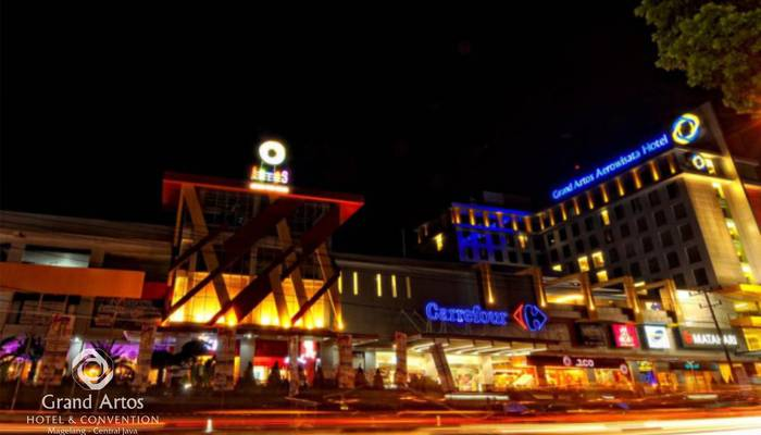 Hotel Grand Artos Magelang - Nearby Mall - Night View