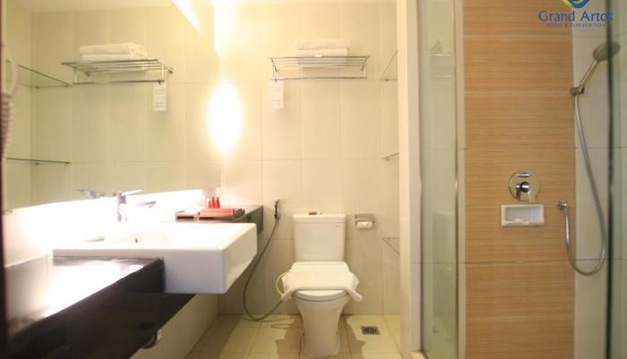 Hotel Grand Artos Magelang - Superior - Bathroom