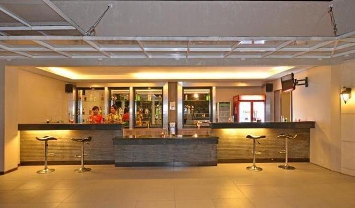 The Axana Hotel Padang - Bar