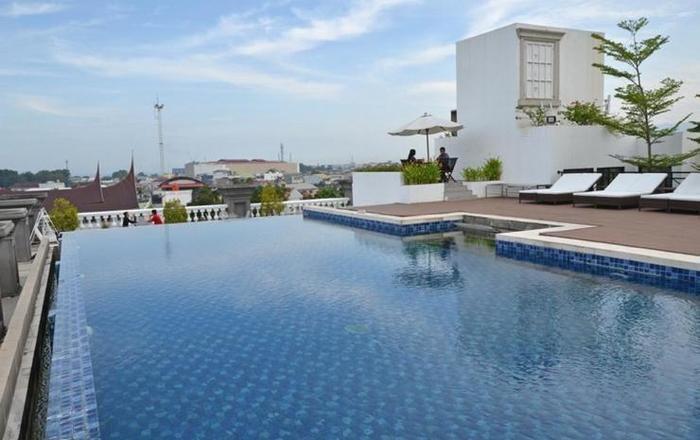 The Axana Hotel Padang - pool4