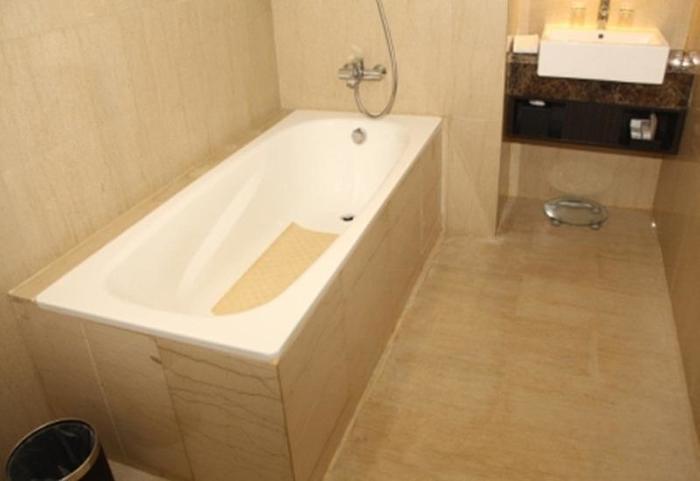 Swiss-Belhotel Balikpapan - Bathtub (Business Suite)