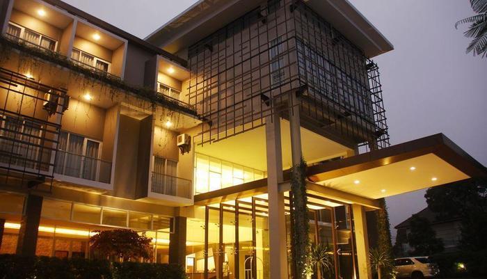 ZEN Premium Raya Lembang Bandung - eksterior