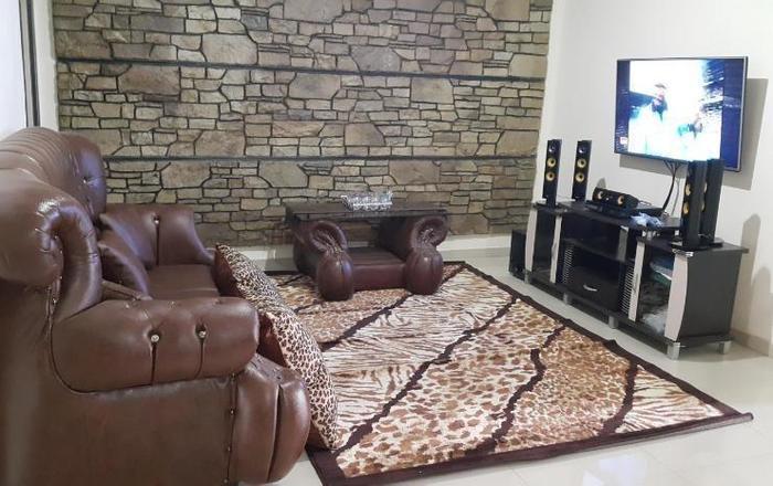 Manzila Guest House Bandung - Ruang Tamu