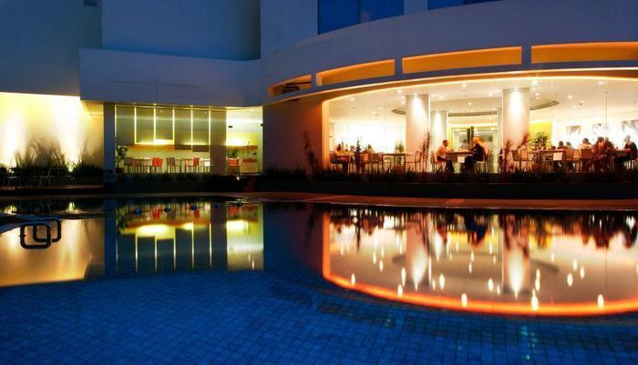 HARRIS Hotel Tebet Jakarta - Kolam Renang
