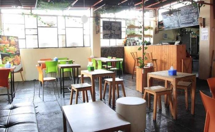 Khresna Guesthouse Yogyakarta - Ruang makan