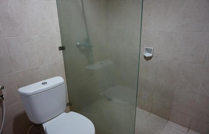 Iscalton Courteous Hotel Sukabumi - Deluxe Bathroom