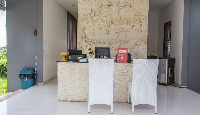 ZEN Premium Ungasan Indraprasta Bali - Resepsionis