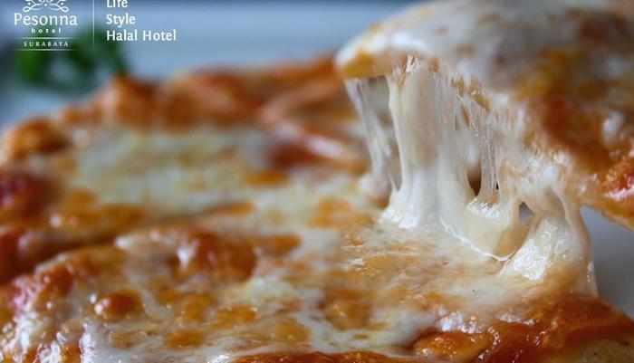 Kyriad Pesona Hotel  Surabaya - Mini Pizza Margaritha