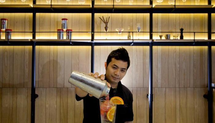 Hotel Neo Tendean Jakarta - Bartender