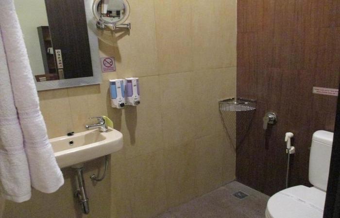 Hotel Sidarta Lombok - Bathroom