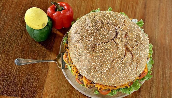 TreePark Hotel Banjarmasin - FatMan Burger