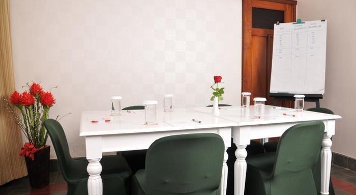 La Nostalgie Guest House Bandung - Ruang Pertemuan