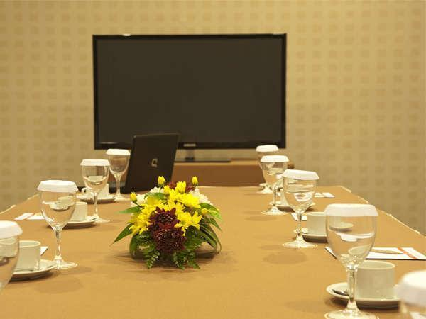 Elmi Hotel Surabaya - Small Meeting Room