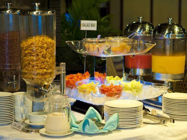 Elmi Hotel Surabaya - Salad & Sereal
