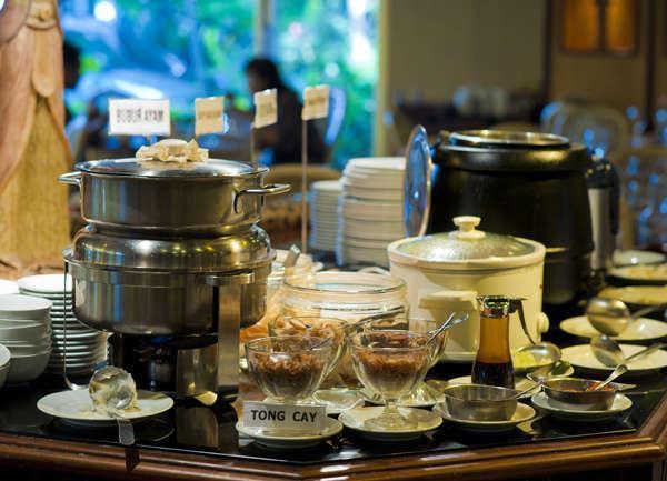 Elmi Hotel Surabaya - Indonesian Breakfast