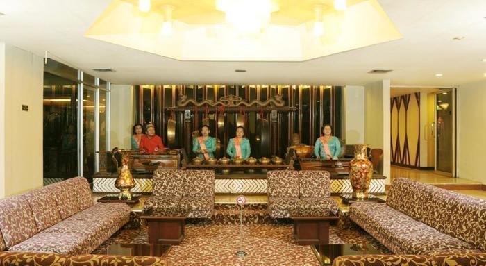 Elmi Hotel Surabaya - Lobby1