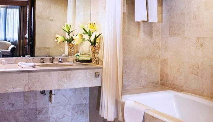 GQ Hotel Yogyakarta Yogyakarta - Bathtub