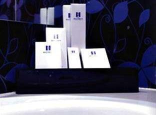 Hotel Halogen Surabaya - Fasilitas kamar mandi