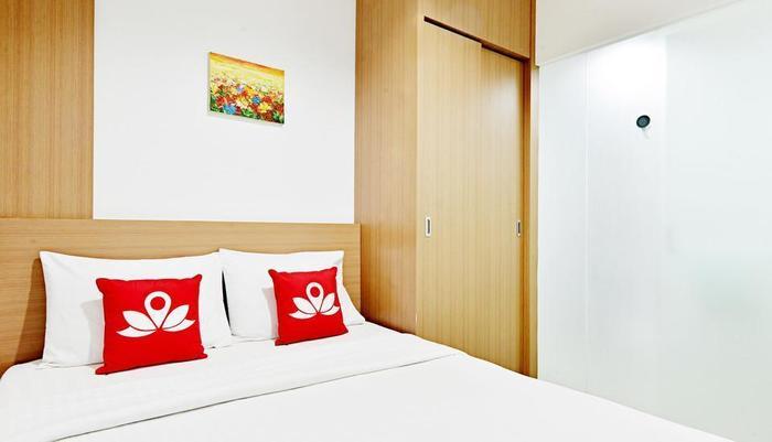 ZenRooms Near Bunderan HI Jakarta - Tempat Tidur Double