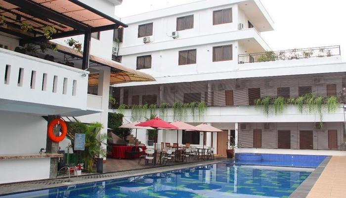 Front One Resort Wisma Aji Yogyakarta - Kolam renang