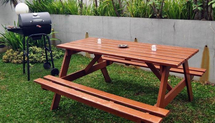 Villa Green Apple Malang - Taman belakang dengan pemanggang BBQ