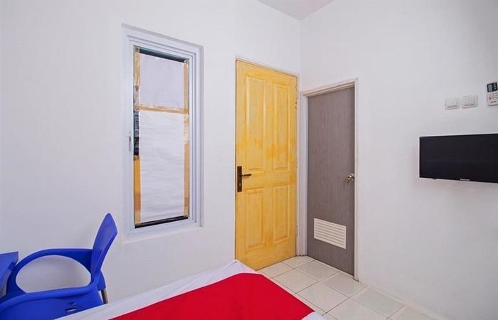 RedDoorz near STAN Ceger Raya - Room