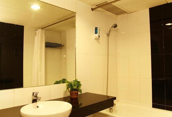 Hotel Prapancha Jakarta - Bathroom