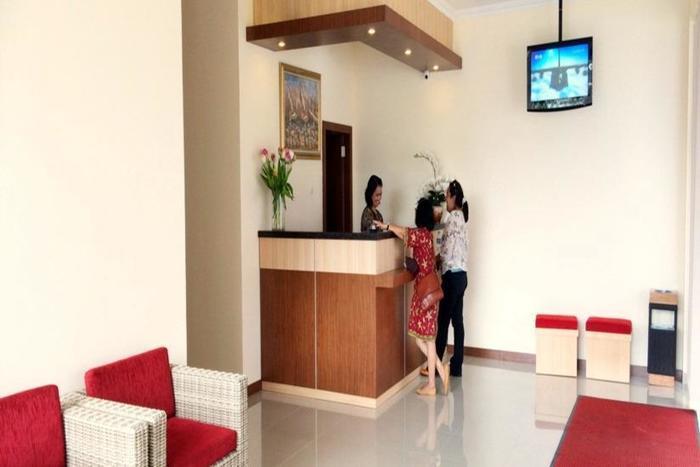 Dermaga Keluarga Hotel Yogyakarta - Resepsionis