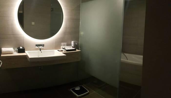 Swiss Belinn Simatupang Jakarta - Business Suite Bathroom