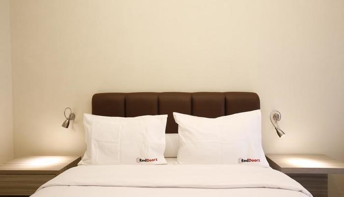 RedDoorz Plus @Gandaria City Jakarta - Kamar tamu