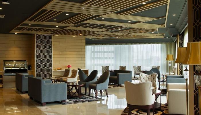 Golden Tulip Passer Baroe Jakarta - lobby sitting area