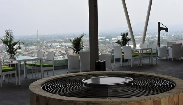 The Balava Hotel Malang - Barbeque on Roof Top
