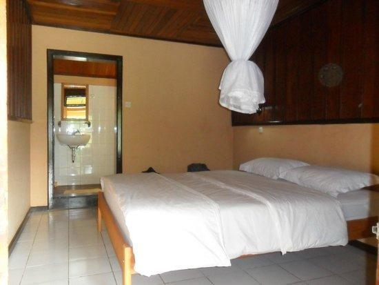 Ue Datu Cottages Poso - Rooms