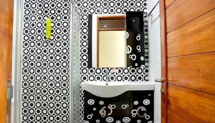 Hotel Permata Hijau Sukabumi - BATHROOM
