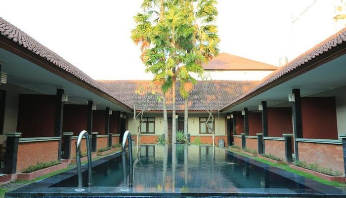 RedDoorz @Dewi Sri Bali - Kolam Renang