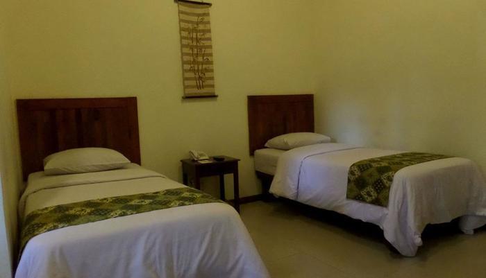 Bukit Daun Hotel and Resort Kediri - Java