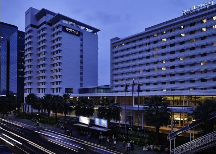Pullman Jakarta Indonesia - Hotel Front
