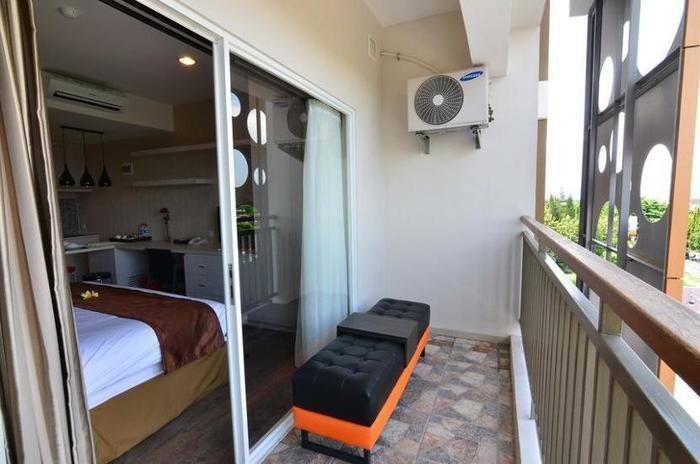 Student Park Hotel & Apartment Yogyakarta - Balcony