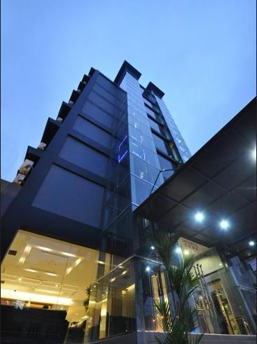 DREAMTEL Hotel Jakarta - Hotel Front